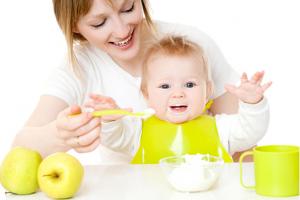 Uvajanje goste hrane pri dojenčku
